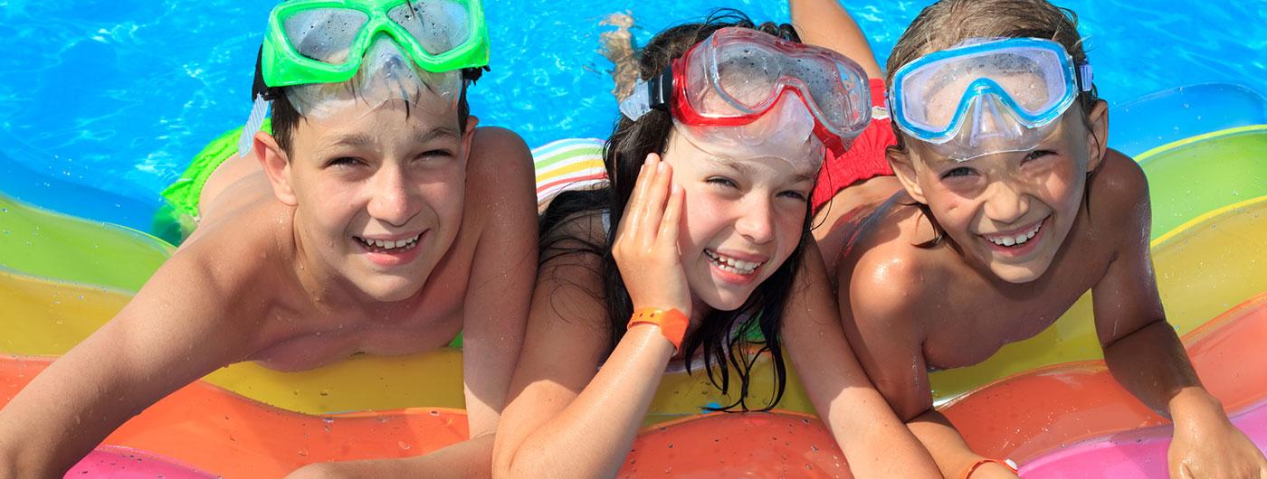 kids-in-pool-slide